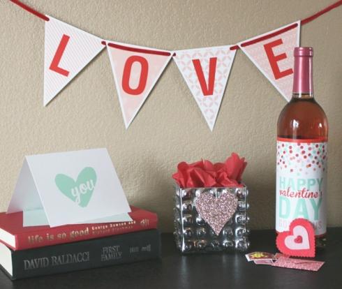 "Patterned ""Love"" banner"